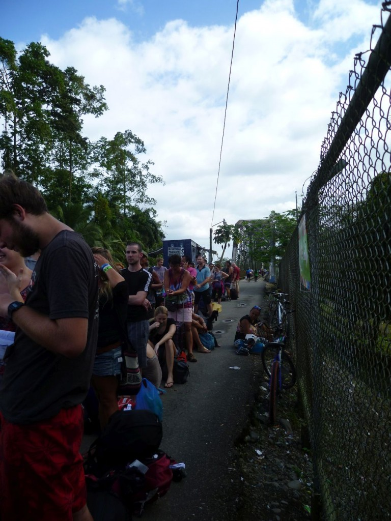 Border Panama/Costa Rica: tourists waiting to enter Costa Rica