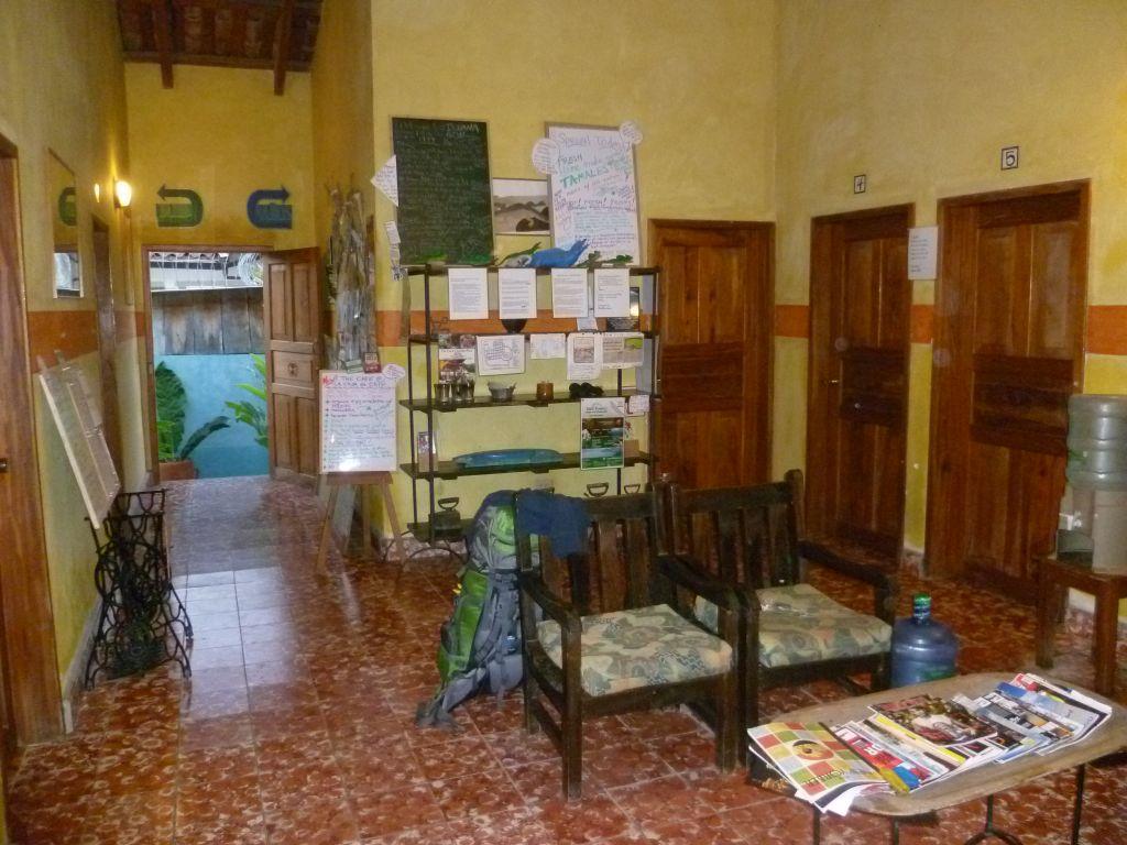 Iguana Azul 2: entrance
