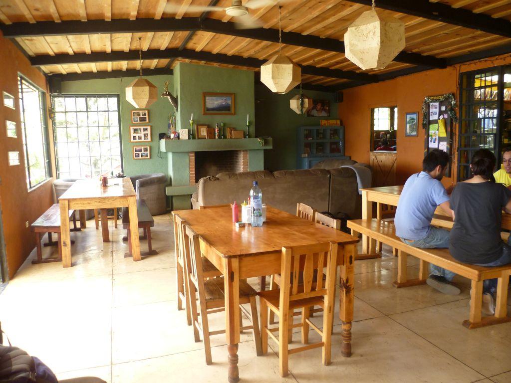 Earth Lodge 4: bar & restaurant