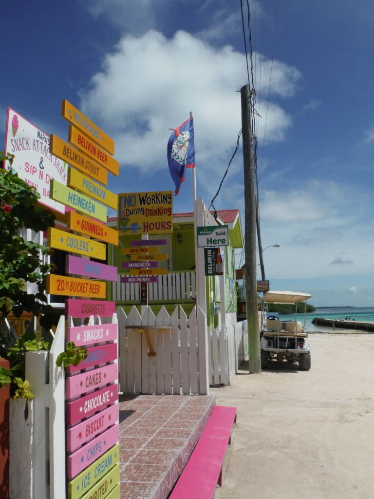Caye Caulker 7: no working during drinking hours... (picture taken by Cathryn)
