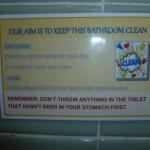 La Posada de San Carlos 2: sign in the toilet