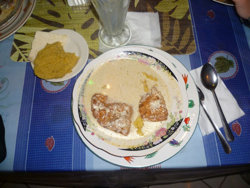 Hopkins 5: traditional Garifuna food (fried fish in coconut sauce with mashed plantains)