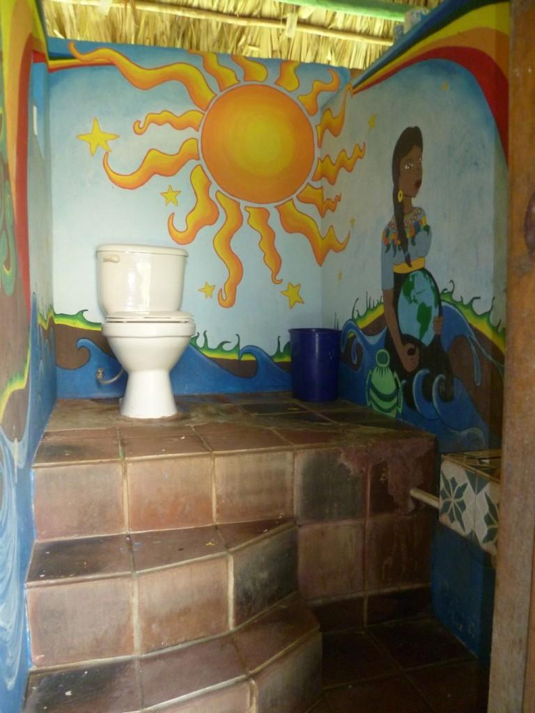 El Retiro 2: toilet with nice paintings