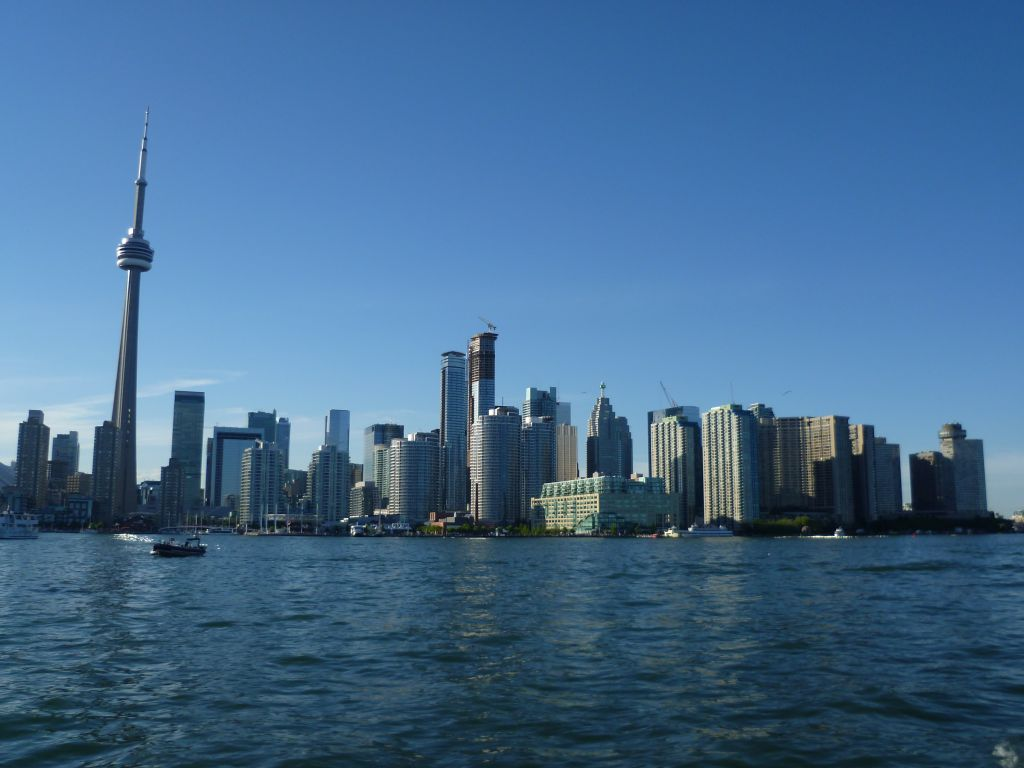 Toronto 2: view from the ferry onto Toronto skyline