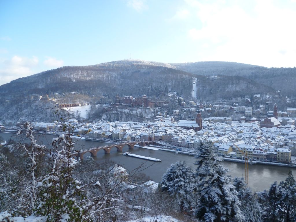 Heidelberg 2: view from the 	philosophers trail onto the historic center, including the Neckar (river) and the old bridge; Winter 2010