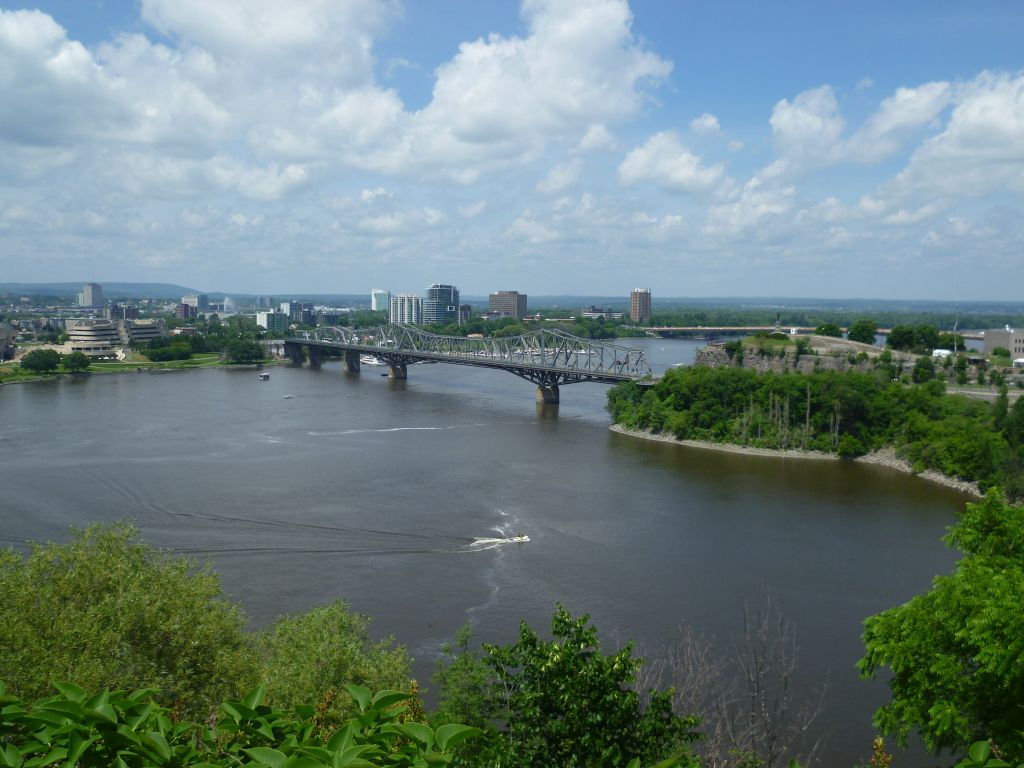 Ottawa 4: view onto the Quebec-side of Ottawa (french-speaking)