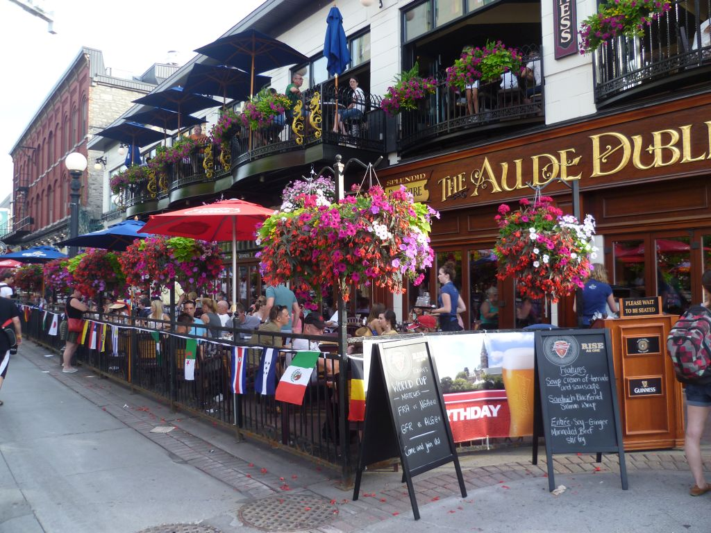Ottawa 5: one of the numerous bars and restaurants where the soccer games are shown