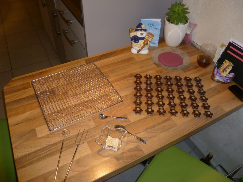 Production of my Marzipan-creme-stars