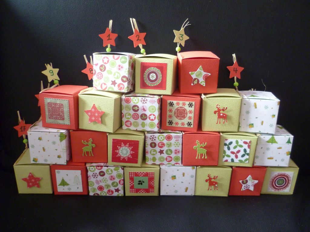 Small quadratic boxes in green and red with oriental touched ornaments for my lovely solemate.