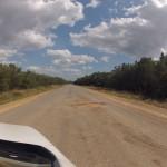 Auf dem Weg nach Cayo Jutías: Badewannen-große Schlaglöcher