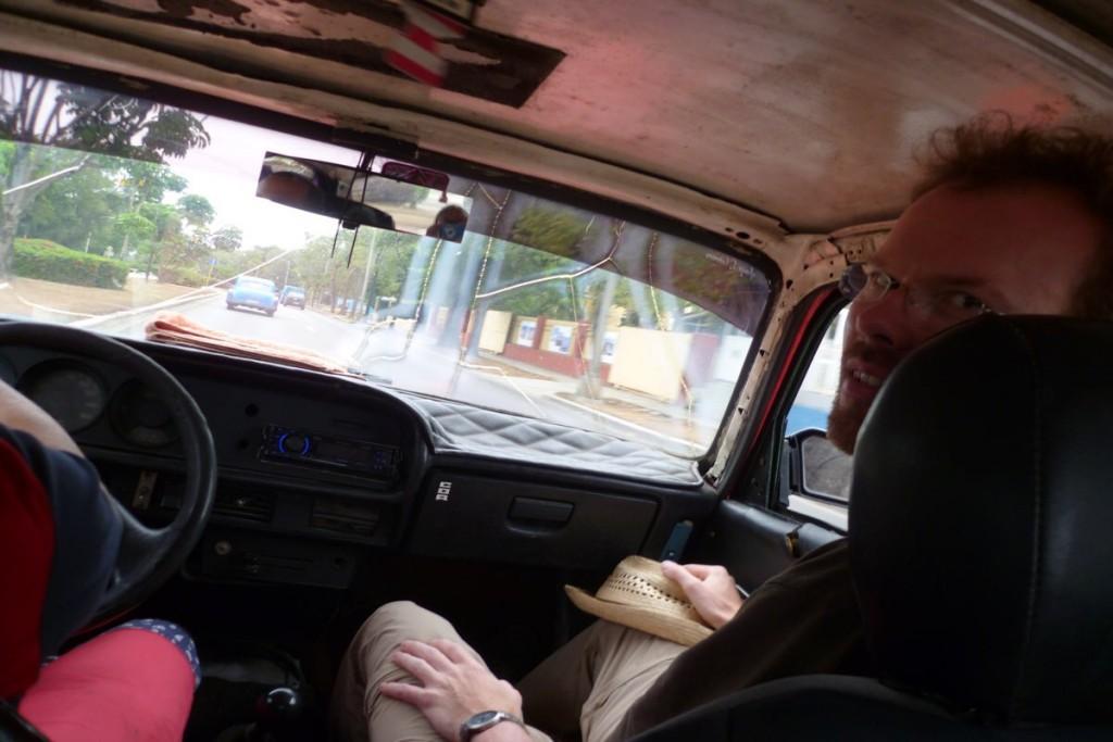 Fahrt im Lada-Taxi - ich außer dem Motor und den Bremsen war wohl nicht mehr intakt...