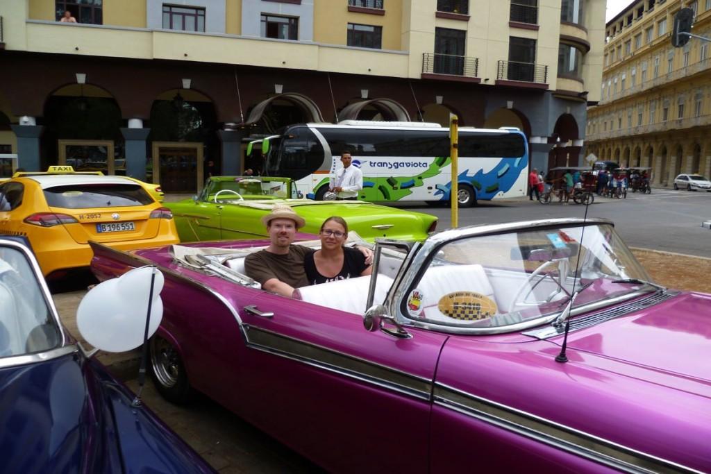 Klaus und ich kurz vor der Oldtimer-Fahrt in Maries Lieblingsfarbe
