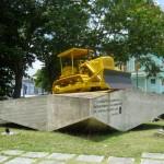 Original-Bulldozer, mit dem der Zug zum Entgleisen gebracht wurde