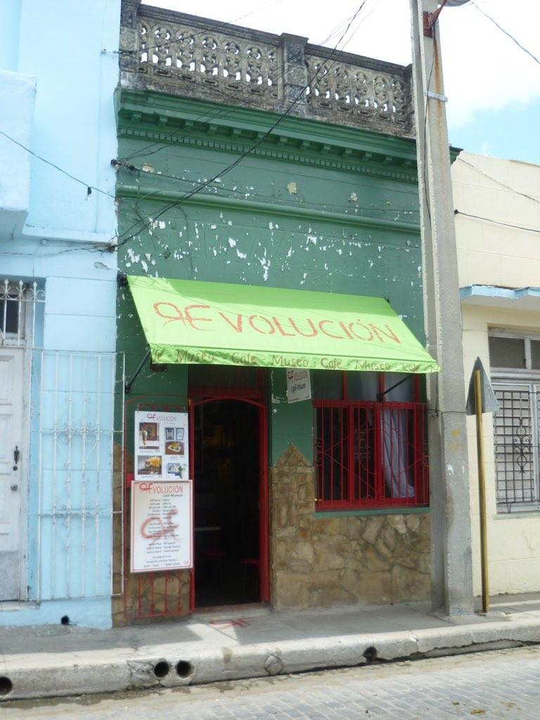 Unscheinbarer Eingang zum Café Museo